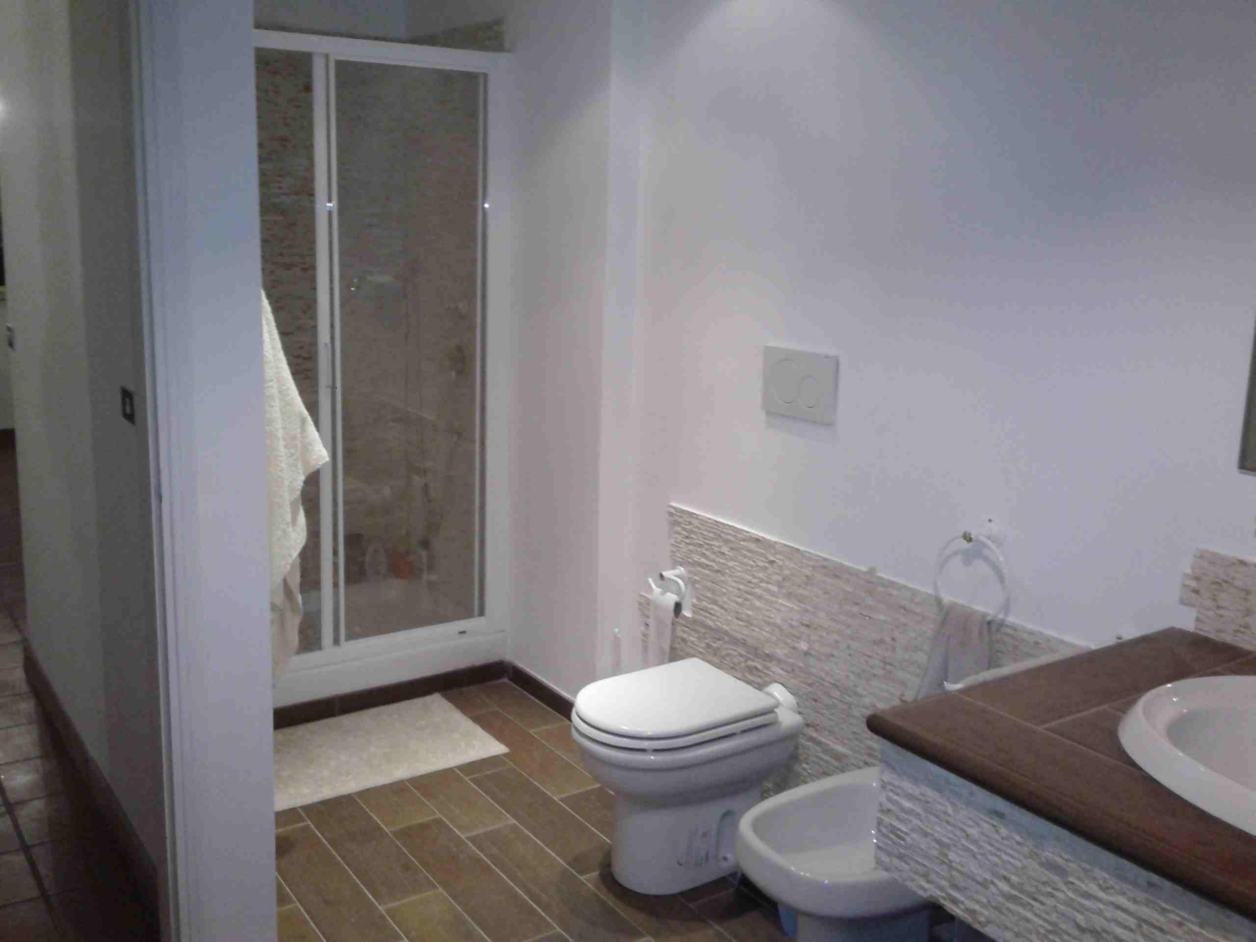 Ristrutturazione interna di una villa latina fr lucidi - Descrizione di una camera da letto ...